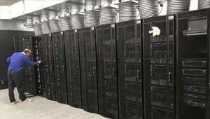 Ο υπερυπολογιστής SpiNNaker (Spiking Neural Network Architecture) είναι σε θέση να πραγματοποιεί πάνω από 200 εκατομμύρια εκατομμύρια ενέργειες ανά δευτερόλεπτο, με το καθένα από τα τσιπ του να έχει 100 εκατομμύρια ημιαγωγούς.