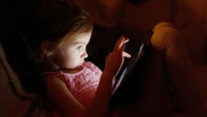 Keep preschoolers away from electronic devices